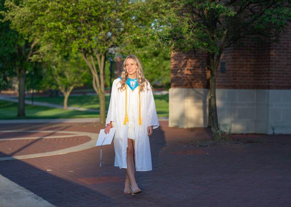 Madison-Kirby-Grad-2020-2-8422